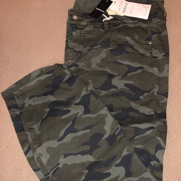 51510073d6b Torrid NWT Camo Capri pants Size 18